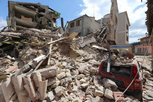 Lady Gaga per il terremoto: foto 8