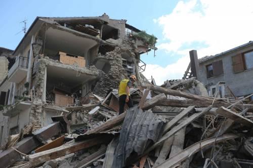 Lady Gaga per il terremoto: foto 11