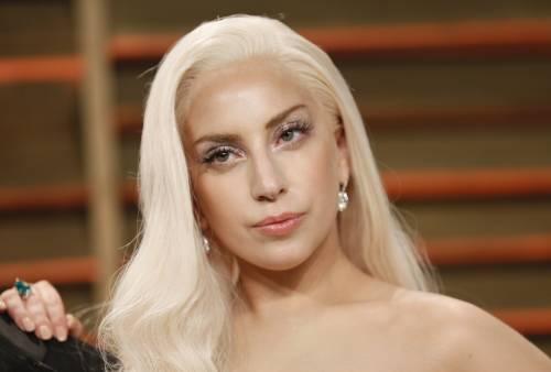 Lady Gaga per il terremoto: foto 15