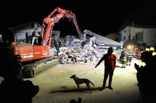 Lady Gaga per il terremoto: foto 17