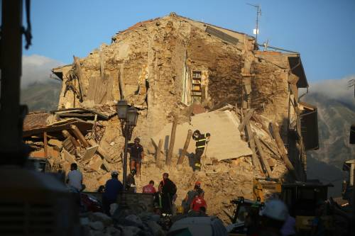Lady Gaga per il terremoto: foto 23