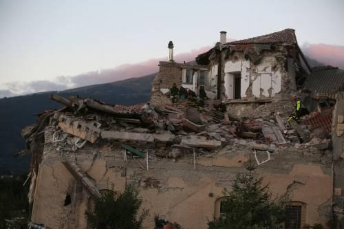 Lady Gaga per il terremoto: foto 26