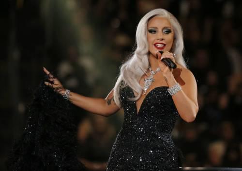 Lady Gaga per il terremoto: foto 27