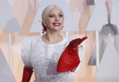 Lady Gaga per il terremoto: foto 29