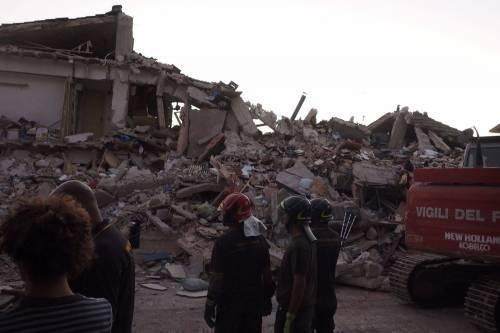 Lady Gaga per il terremoto: foto 33