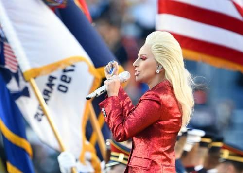 Lady Gaga per il terremoto: foto 40
