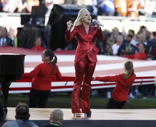 Lady Gaga per il terremoto: foto 41