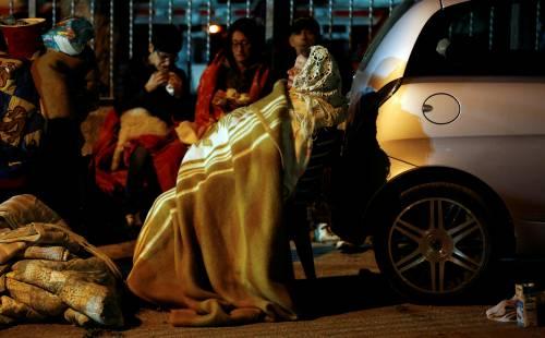Terremoto, la prima notte degli sfollati tra freddo e paura 2