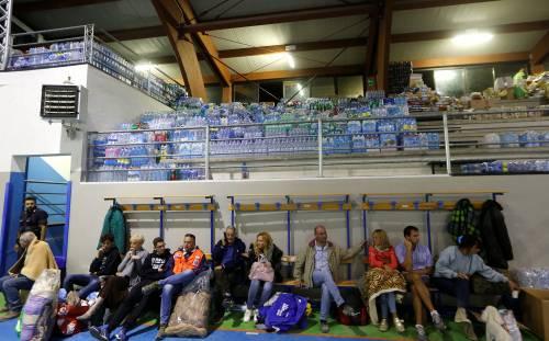 Terremoto, la prima notte degli sfollati tra freddo e paura 5