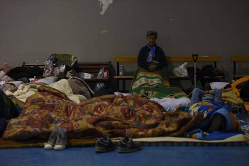 Terremoto, la prima notte degli sfollati tra freddo e paura 7