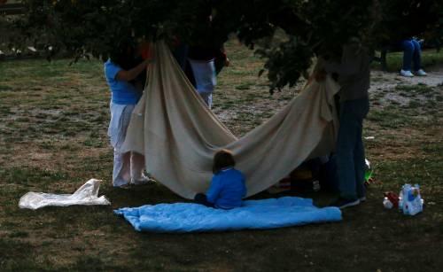 Terremoto, la prima notte degli sfollati tra freddo e paura 9