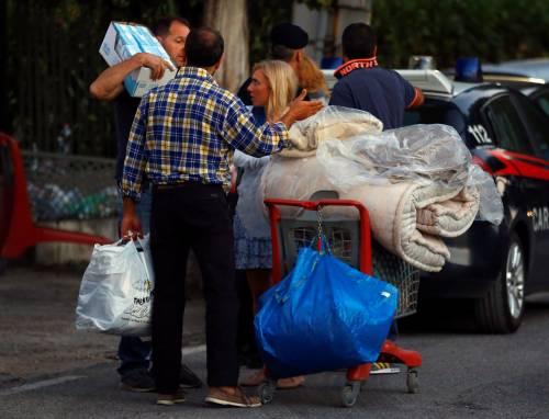 Terremoto, la prima notte degli sfollati tra freddo e paura 8