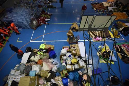 Terremoto, la prima notte degli sfollati tra freddo e paura 4
