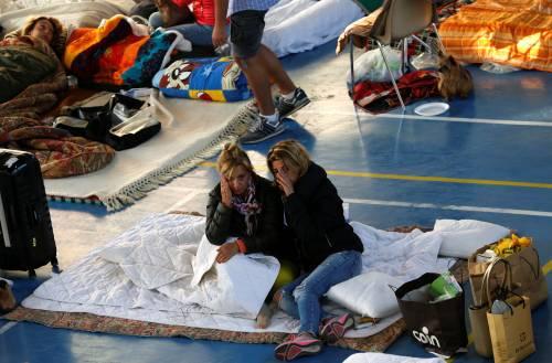 Terremoto, la prima notte degli sfollati tra freddo e paura 1