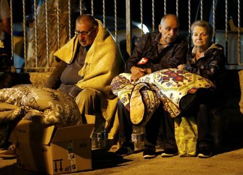 Terremoto, la prima notte degli sfollati tra freddo e paura 14