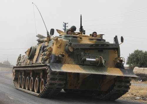 I carri armati turchi penetrano in Siria 2