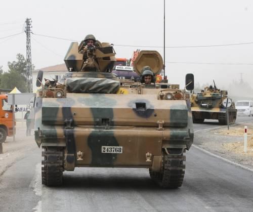 I carri armati turchi penetrano in Siria 5