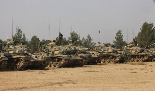 I carri armati turchi penetrano in Siria 9