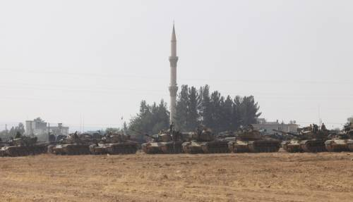 I carri armati turchi penetrano in Siria 8