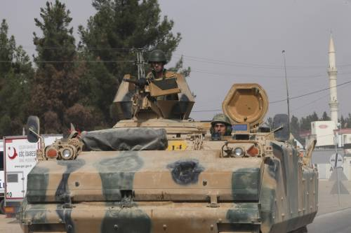 I carri armati turchi penetrano in Siria 12