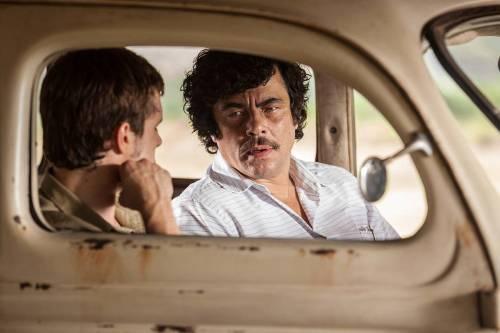 Benicio Del Toro giganteggia nei panni di Pablo Escobar, al cinema