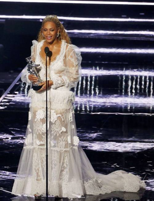 Beyoncé sexy nella performance agli Mtv Vma 10