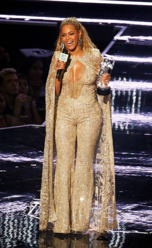 Beyoncé sexy nella performance agli Mtv Vma 11