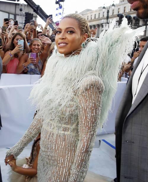 Beyoncé sexy nella performance agli Mtv Vma 14
