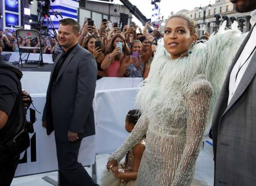 Beyoncé sexy nella performance agli Mtv Vma 15