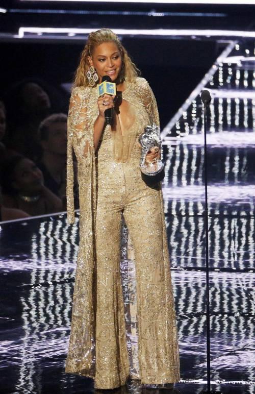 Beyoncé sexy nella performance agli Mtv Vma 13