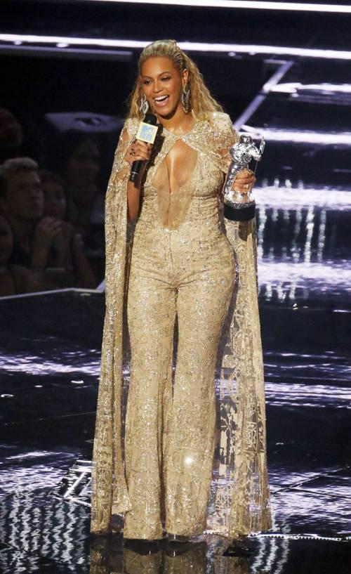 Beyoncé sexy nella performance agli Mtv Vma 12