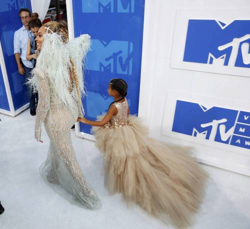Beyoncé sexy nella performance agli Mtv Vma 4