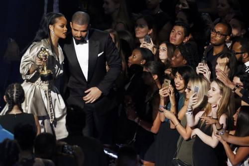 MTV VMA 2016: Drake e Rihanna, le immagini 17