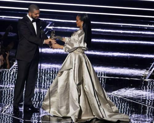 MTV VMA 2016: Drake e Rihanna, le immagini 13