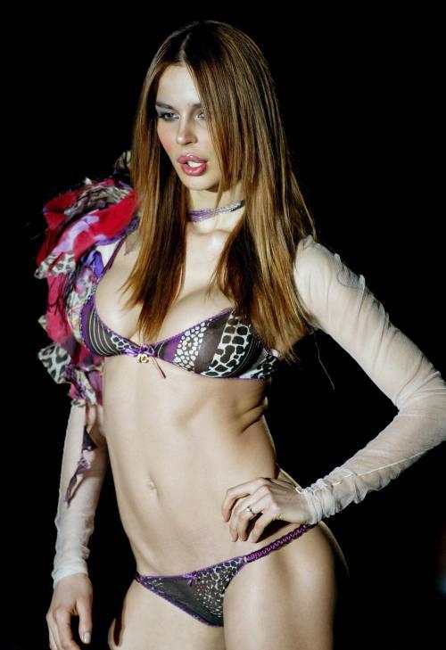 Nina Moric, le foto più sexy su Instagram 12