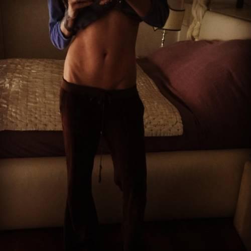 Nina Moric, le foto più sexy su Instagram 18