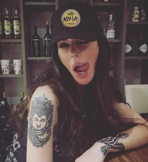 Nina Moric, le foto più sexy su Instagram 34