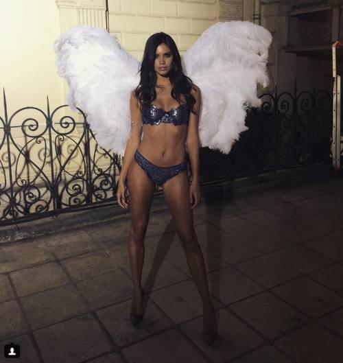 Sara Sampaio sexy su Instagram: foto 4