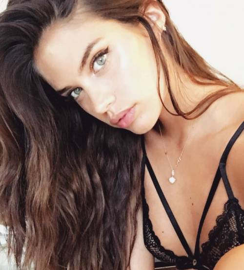 Sara Sampaio sexy su Instagram: foto 19