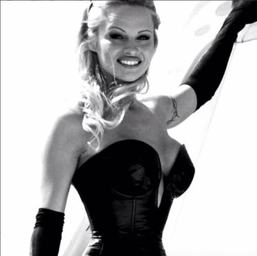 Pamela Anderson, la più sexy ieri e oggi 25