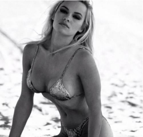 Pamela Anderson, la più sexy ieri e oggi 30