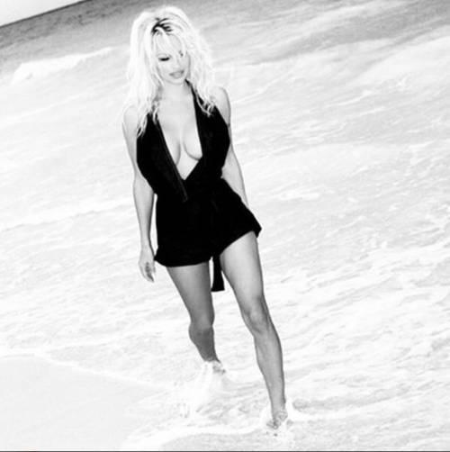 Pamela Anderson, la più sexy ieri e oggi 31