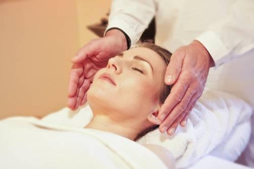 Massaggi al viso: ecco perché fanno bene alla pelle