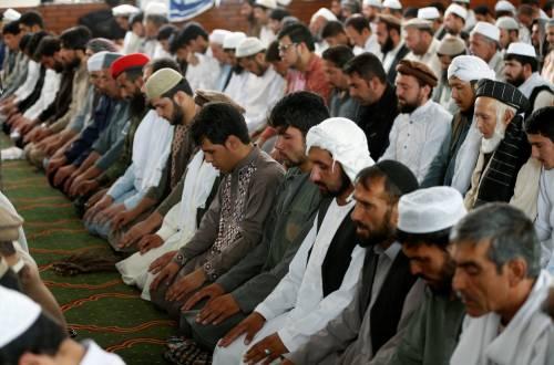 La grande moschea di Parigi invita gli islamici a votare Macron