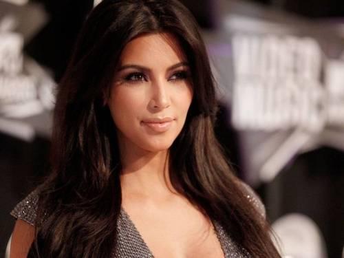 Il topless di Kim Kardashian manda in tilt il web