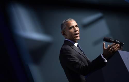 Obama adesso attacca l'Fbi per fare da scudo alla Clinton