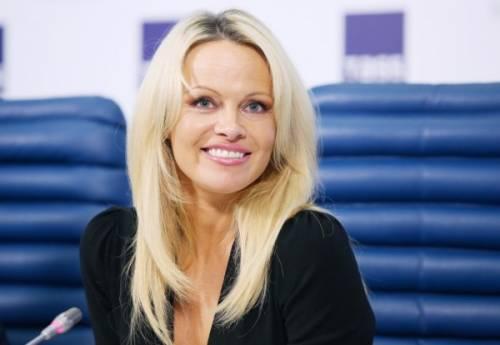 Pamela Anderson: le foto della bionda tutta curve 4