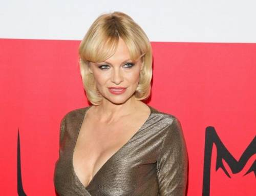 Pamela Anderson: le foto della bionda tutta curve 3