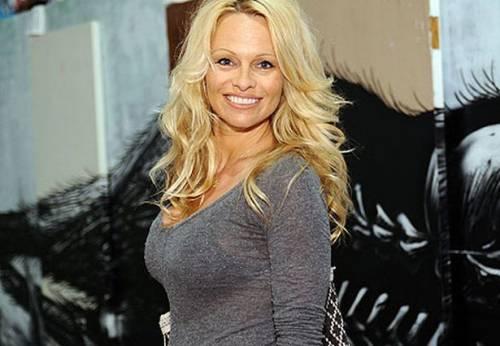 Pamela Anderson: le foto della bionda tutta curve 8