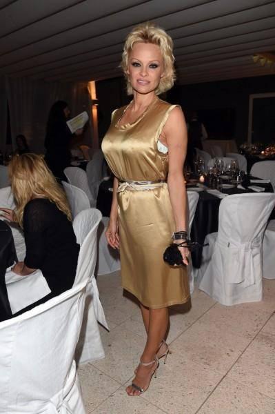 Pamela Anderson: le foto della bionda tutta curve 16